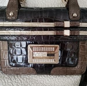 GUESS shoulder bag, like new, immaculate interior